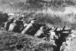 Στρατιώτες του ΕΣ σε χαράκωμα.