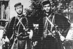Οι Παναγιώτης και Λεωνίδας Πετροπουλάκης. Καστοριά, Μουσείο Μακεδονικού Αγώνα.