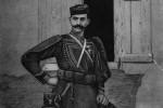 Ο Παύλος Μελάς σε σχέδιο βασισμένο στη φωτογραφία (1904) του Γεράσιμου Δαφνόπουλου. Θεσσαλονίκη, Ίδρυμα Μουσείου Μακεδονικού Αγώνα.