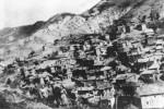 Μονόπυλο, μερική άποψη του χωριού, δεκαετία 1930 (φωτ. Πέτρος Κλειούσης). Αρχείο Συλλόγου Μονοπυλιωτών.