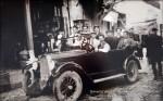 Δράμα, Νεστορίτες μάστοροι με το αυτοκίνητό τους, 1929. Αρχείο Δήμου Νεστορίου.